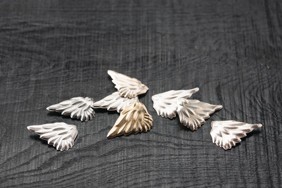 Flügel (Brosche oder Ohrschmuck), Silber 925, zum Teil vergoldet oder patiniert