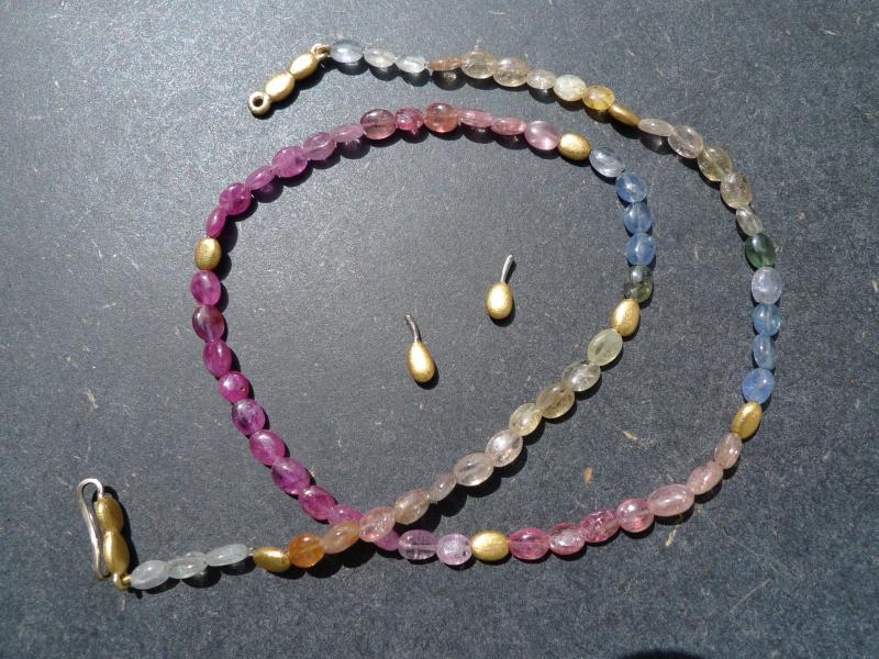 Bunte Safirkette mit Weiss- und Gelbgold 750 und 916