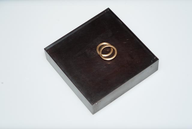 Eheringe Gehäuse Messing patiniert, Ringe Gold 91, Uhrwerk