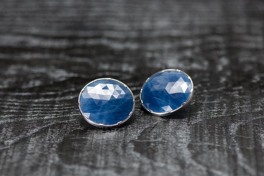 Ohrschmuck Weissgold 750 und blaue Safir-Scheiben